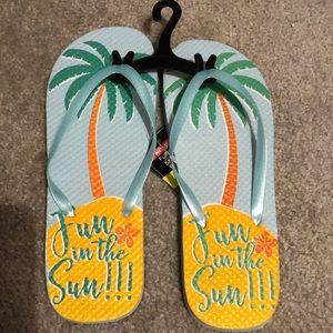 Shoes - Palm tree flip flops 🏝